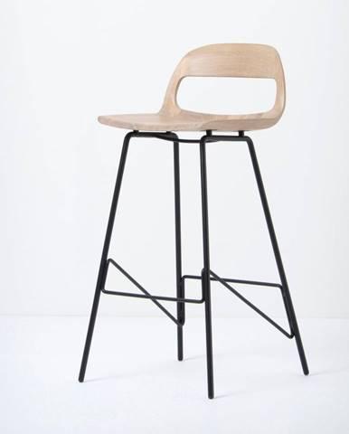 Barová stolička so sedadlom z masívneho dubového dreva a čiernymi nohami Gazzda Leina, výška 93cm