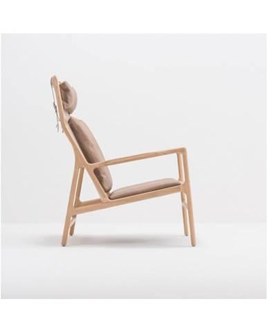 Kreslo s konštrukciou z masívneho dubového dreva a hnedým koženým sedadlom Gazzda Dedo
