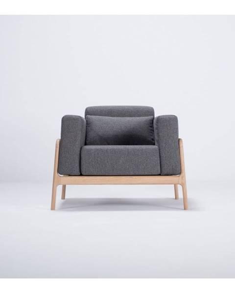 Gazzda Kreslo s konštrukciou z dubového dreva s tmavosivým textilným sedadlom Gazzda Fawn